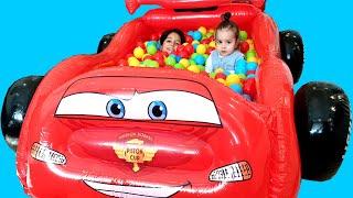 En Komik Saklambaç ! Sado Play hide and seek with Suprise Eggs and colorful balls in Ball Pit