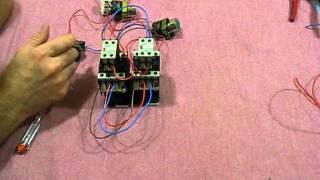 Как подключить магнитный пускатель, реверсивная схема с самоподхватом(Как подключить магнитный пускатель, реверсивная схема с самоподхватом., 2014-07-24T19:37:57.000Z)