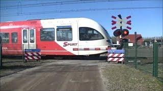 Video Spoorwegovergang Mariënberg // Dutch railroad crossing download MP3, 3GP, MP4, WEBM, AVI, FLV April 2018