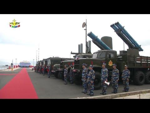 Hải quân Việt Nam phô diễn sức mạnh quân sự trong Lễ thượng cờ tàu ngầm kilo 5-6