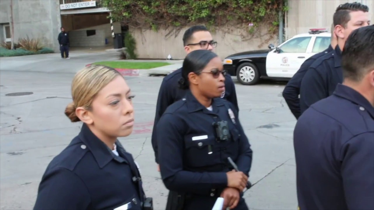 L A P D  Wilshire Station Conducts Role Call At Poinsettia/Romaine