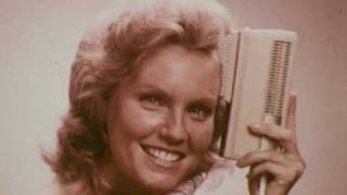 1-02_Clairol_Air_Brush,_1970s_(dmbb34806).mp4 Thumbnail
