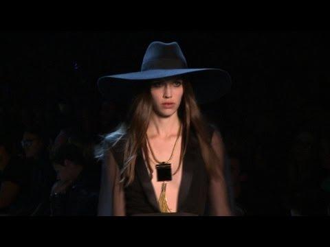 Fashion week: Slimane dévoile sa mode pour Yves Saint Laurent