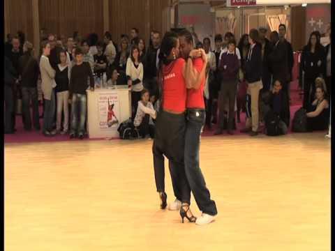 Bachata : improvisation de danse au FormExpo par Caribailes