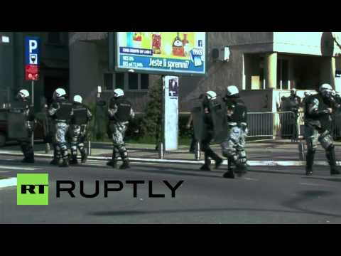 Montenegro: Protesters repelled from government building with tear gas