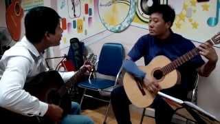 Nhạc sĩ Nguyễn Duy Hùng dạy học trò Kim Chi đệm Guitar hát Happy birthday To You: Alo 0906.177 176