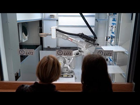 شاهد: روبوت يصنع مستقبلًا جديدًا للوجبات السريعة في أحد مطاعم لاتفيا …  - نشر قبل 8 ساعة