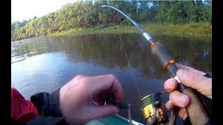 Нифига себе какие кабаны клюют в этой реке Рыбалка на спиннинг с лодки Пикник на реке