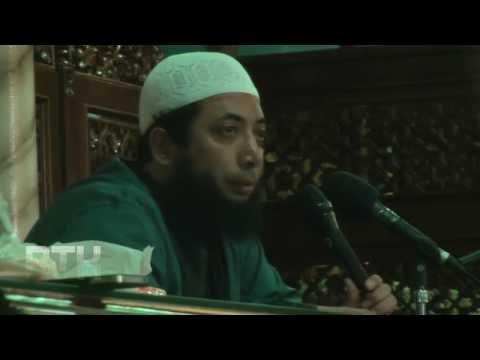 Khalid Basalamah: Saya Penakut, Pemalu dan Cemen, Bagaimana Ustadz?