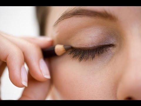 How to Apply Pencil Eyeliner - YouTube