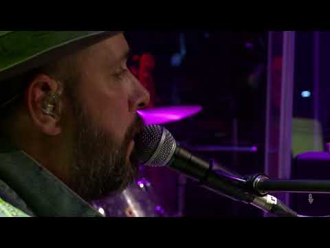 greg laswell - dodged a bullet (live on etown)