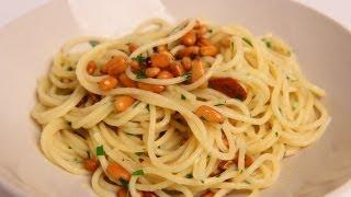 Spaghetti Aglio e Olio - Garlic Spaghetti Recipe - Laura Vitale - Laura in the Kitchen Ep 324