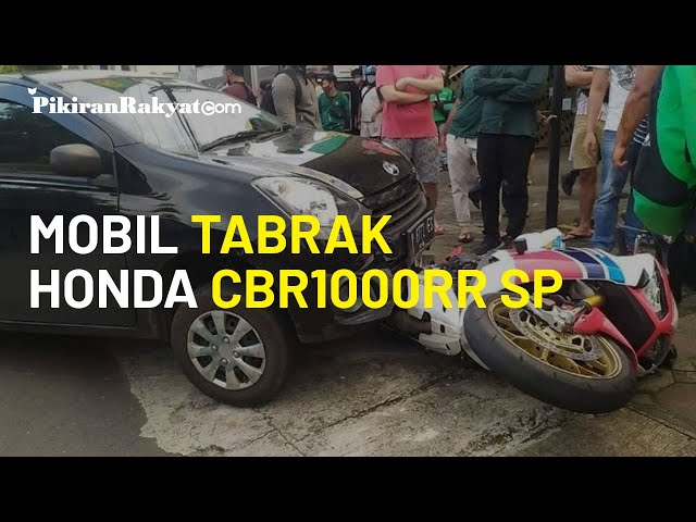 Ini Baru Bang Jago! Kesal di Jalan Raya, Daihatsu Ayla Tabrak Honda CBR Seharga Rp 600 Juta