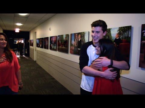 Shawn Mendes Surprises a Fan Backstage
