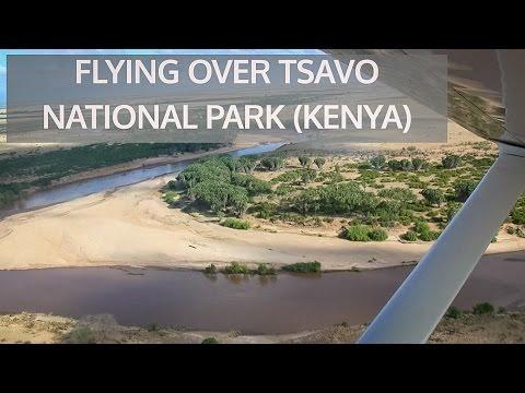 Flying over Tsavo National Park/ Volando sobre el Parque Nacional de Tsavo. Kenya