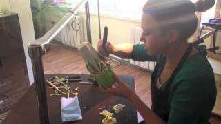 Изготовление резной свечи. Часть II Резка(Резка свечи самый сложный и увлекательный процесс. Во второй части видео мы вырежем из подготовленного..., 2013-05-21T17:03:09.000Z)