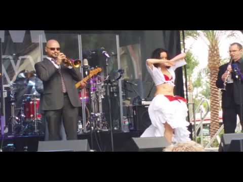 NAMM 2014 - Awesome Belly Dancer!