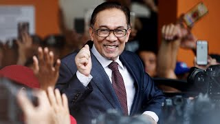 Hero of Malaysia's opposition politics, Anwar Ibrahim, freed from jail