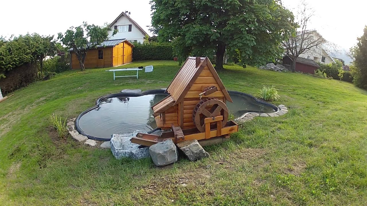 Bassin et moulin de jardin youtube for Bassin eau jardin