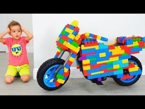 Vlad dan Nikita Ride di Toy Sportbike & berpura pura bermain dengan mainan