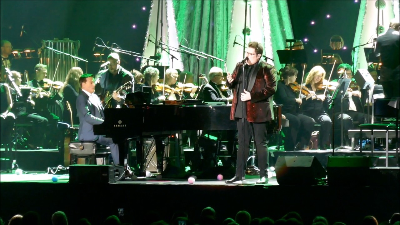 Jordan Smith Christmas Concert - You\'re A Mean One, Mr Grinch ...
