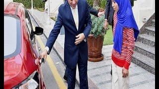 بالفيديو.. مذيع المحور: السيسي طبطب على فتاة العربة بلقائه معها