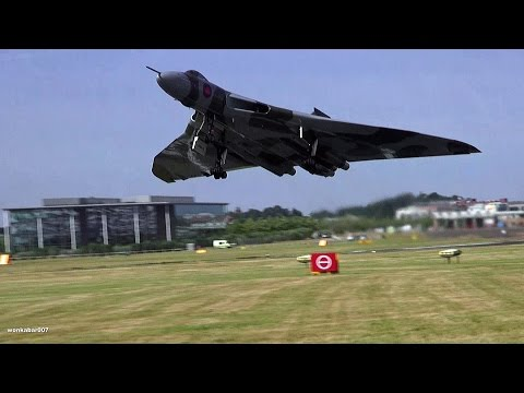 🇬🇧 The Mighty Vulcan XH558 At Farnborough International Airshow.
