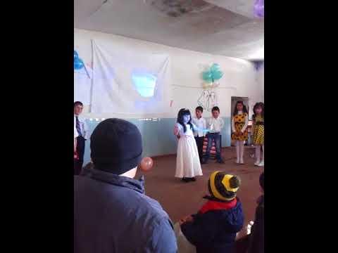 6-летняя девочка танцует армянский танец это то, что вам нужно увидеть.