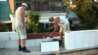 Кладка газосиликатных блоков(В видео показывается процесс укладки газосиликатных блоков на монтажный клей Т-112., 2012-09-30T14:54:44.000Z)