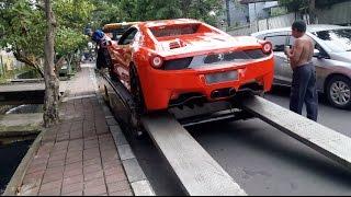 Ferrari F458 Gets Towed in Jakarta