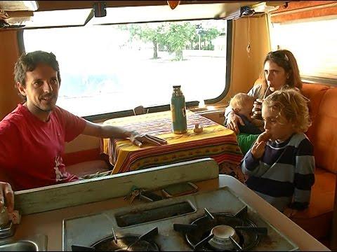 Llegó a Uruguay la familia que recorre Latinoamérica en una casa rodante