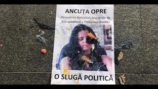 Atac cu ouă la Gianina Ancuța de la PSD care amenință jurnaliștii cu amenzi colosale