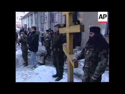 BOSNIA: SARAJEVO: BOSNIAN SERBS CONTINUE TO LEAVE SUBURB
