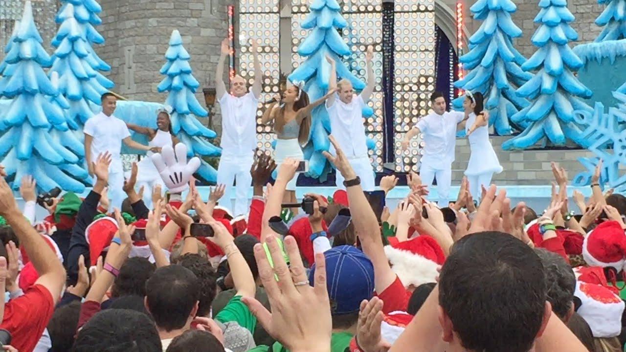 Highlights Of Castle Performances For 2014 Disney Parks Frozen Christmas Celebration
