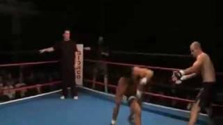 MMA - Capoeira vs. Kickboxer - Marcus Aurélio