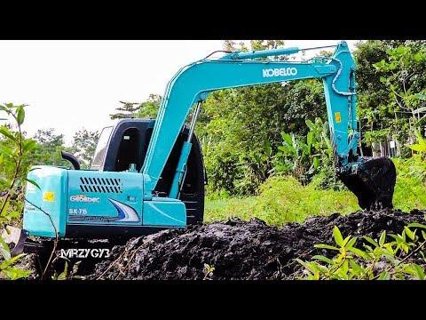 Mini Excavator Kobelco SK75 Digging Mud