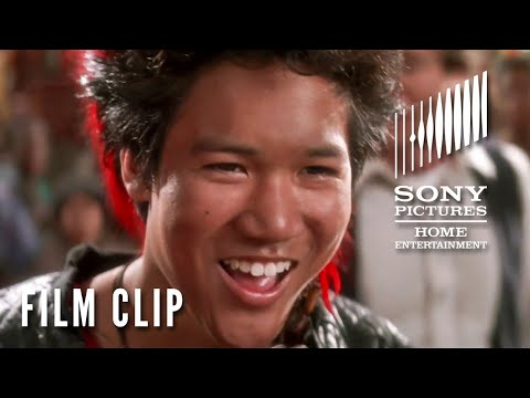 HOOK (1991)  – Peter Meets Rufio & The Lost Boys