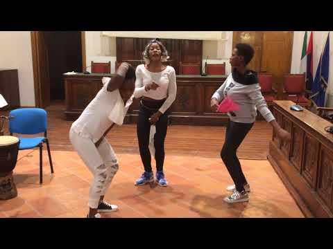 CAS (Centro Accoglienza Straordinaria) di Torremaggiore - ballo africano 4