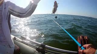 Морская рыбалка на бычка с лодки Рыбачим с женой на море