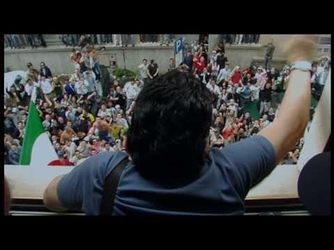 Maradona visits Napoli in 2005