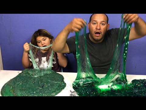 1 GALLON OF CHRISTMAS TREE SLIME VS 1 GALLON OF CHRISTMAS TREE SLIME - MAKING GIANT SLIMES