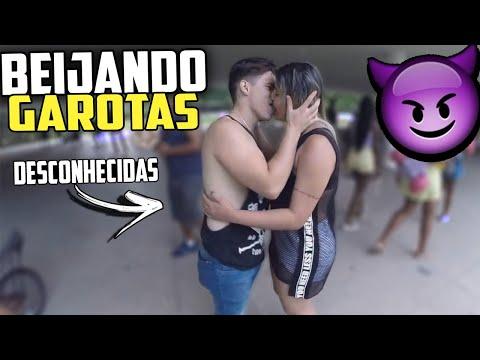BEIJO OU SOCO NO SACO / DESAFIO DO BEIJO/ (kiss  challenge)