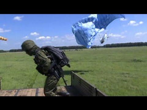 Десантники приземлились на движущийся транспорт: уникальные кадры
