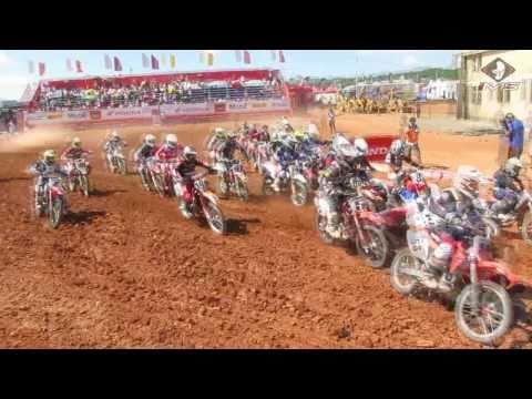 Tiago Formehl e Stefany Serrão na abertura da Superliga Brasil de Motocross
