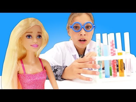 Игры ЗОМБИ против куклы БАРБИ! Смешные видео про больницу для игрушек. Доктор Полен лечит кукол