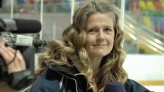 Här blir SVT:s Marie Lehmann härmad av ryska poliser