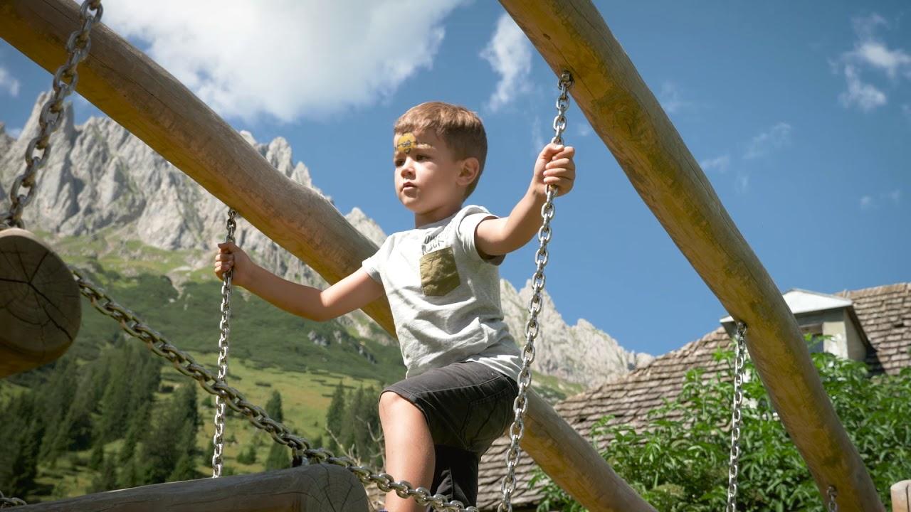Sommerfest im Bergdorf der Tiere