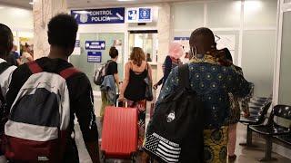 Salida de migrantes del CETI de Ceuta rumbo a la Península