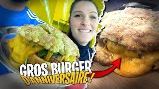 Pidi m'a cuisiné un Énorme Burger d'Anniversaire !