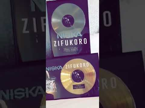 Sidiki diabate présente ses disque d'ors et soutien son frère Niska